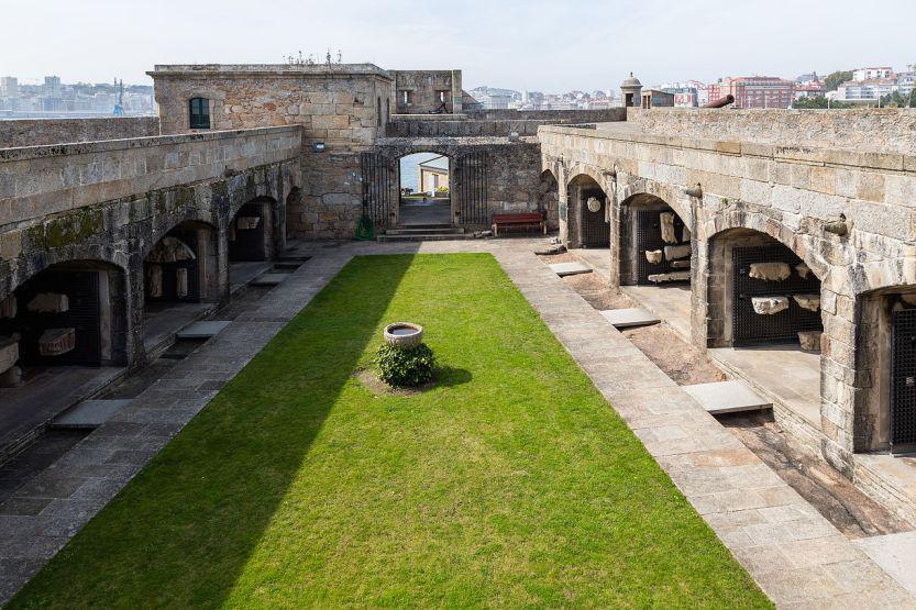 Castillo_de_San_Antón,_La_Coruña,_España,_2015-09-25,_DD_73