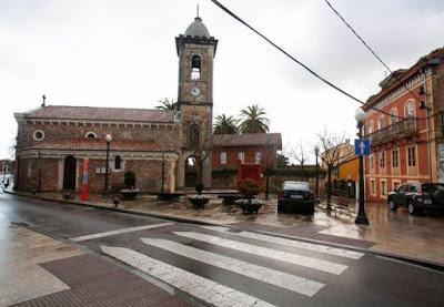 Aspecto actual de la plaza de La Magdalena, donde hace cien años jugaban Manolín Torres y sus amigos tras salir de la escuela