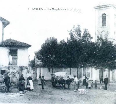 La plaza de la iglesia de La Magdalena, a principios del siglo XX